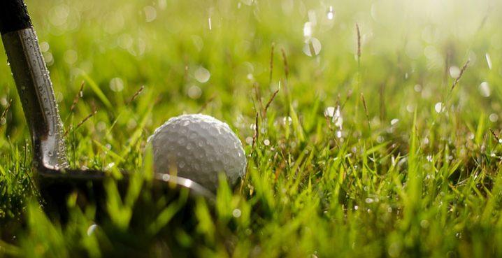 ゴルフの持ち物 雨の日の服装やラウンド前に必要な準備は?