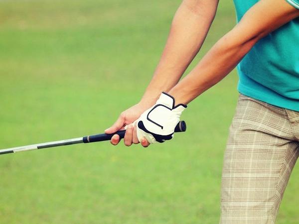 ゴルフのテクイバックでインに引きすぎる?正しい軌道や引き方のコツ