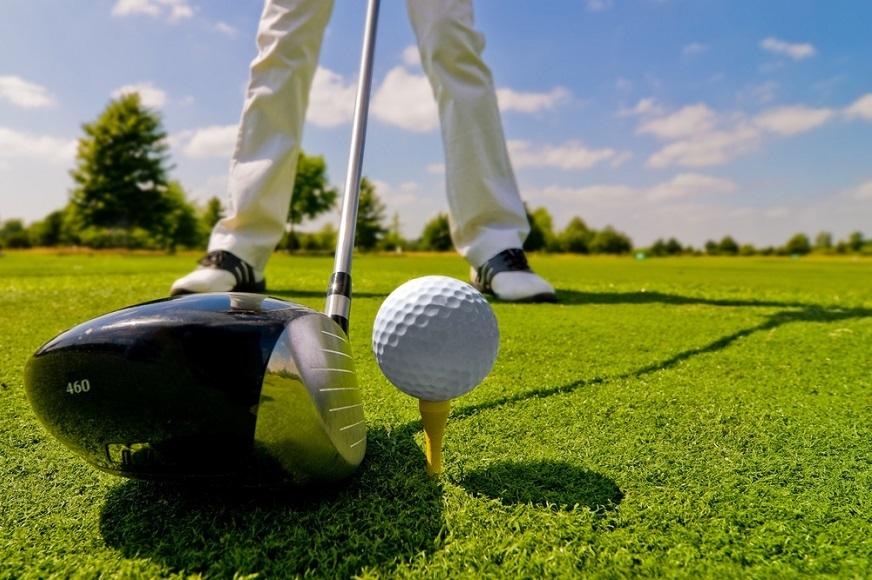 ゴルフスイングのテークバックとバックスイングの違いとは?