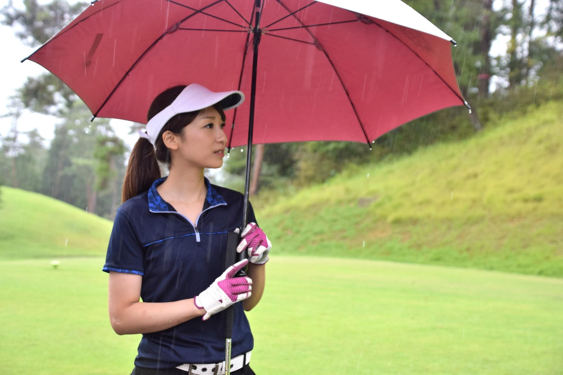 雨のゴルフに行きたくない!当日のキャンセル料は?中止の判断降水量は?