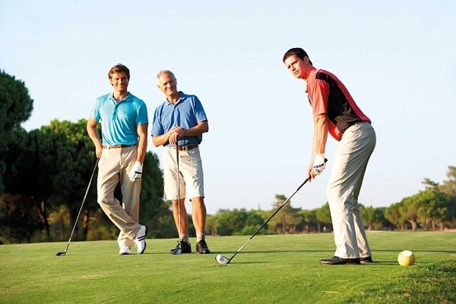 ゴルフの暫定球で色違いの球を使った場合のルールって?ワンボールとは?