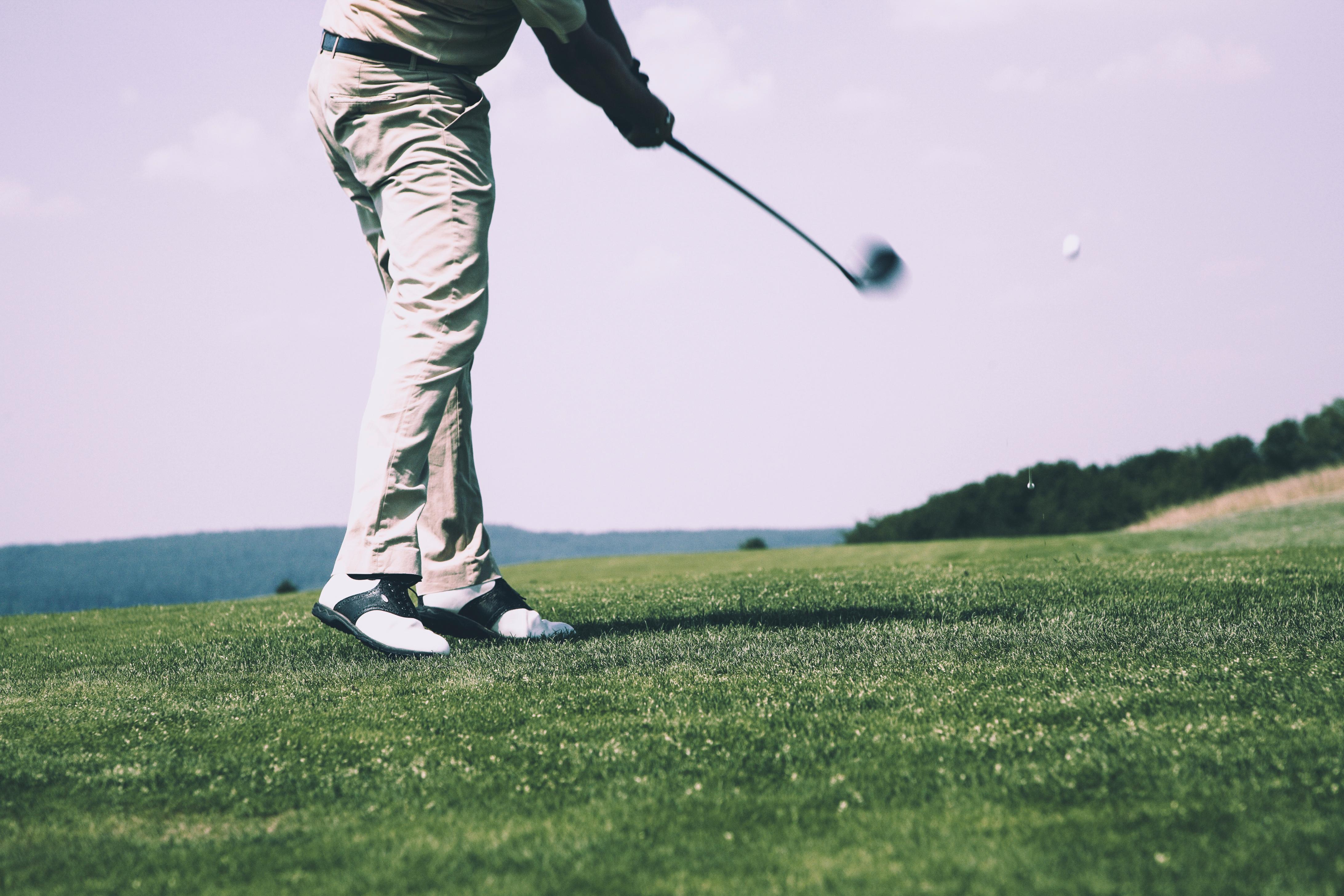 ゴルフスイングの体の回転で打つとは?回転のイメージドリルはこれ!
