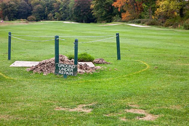 ゴルフの修理地はそのまま打つことができる?ルールでの処置や救済は?