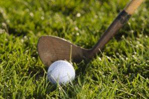 ゴルフのルールのプリファードライの規則 リフトアンドクリーンとの違いは?