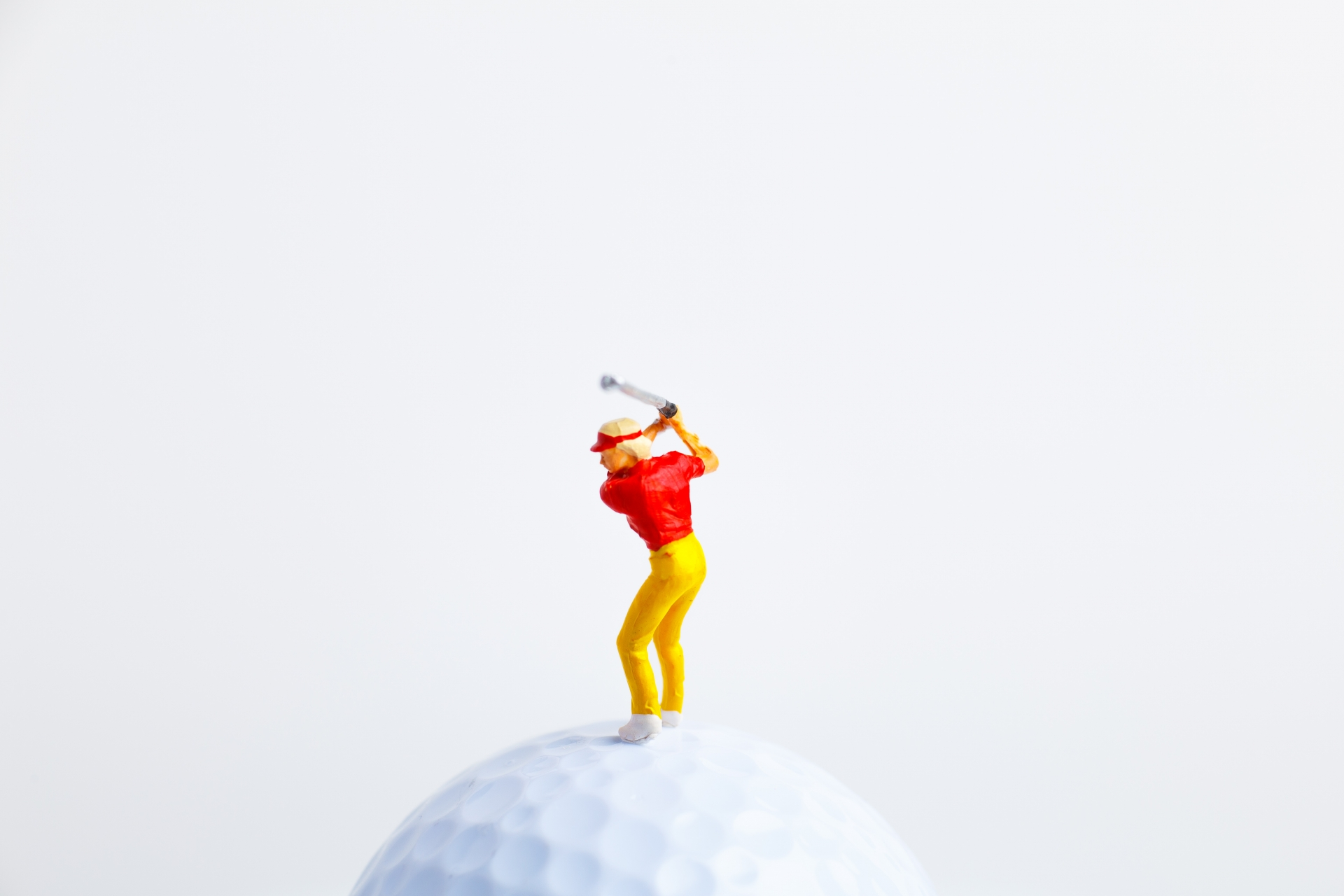 ゴルフのテイクバックの軌道 正しいコックの使い方や意識する点は?