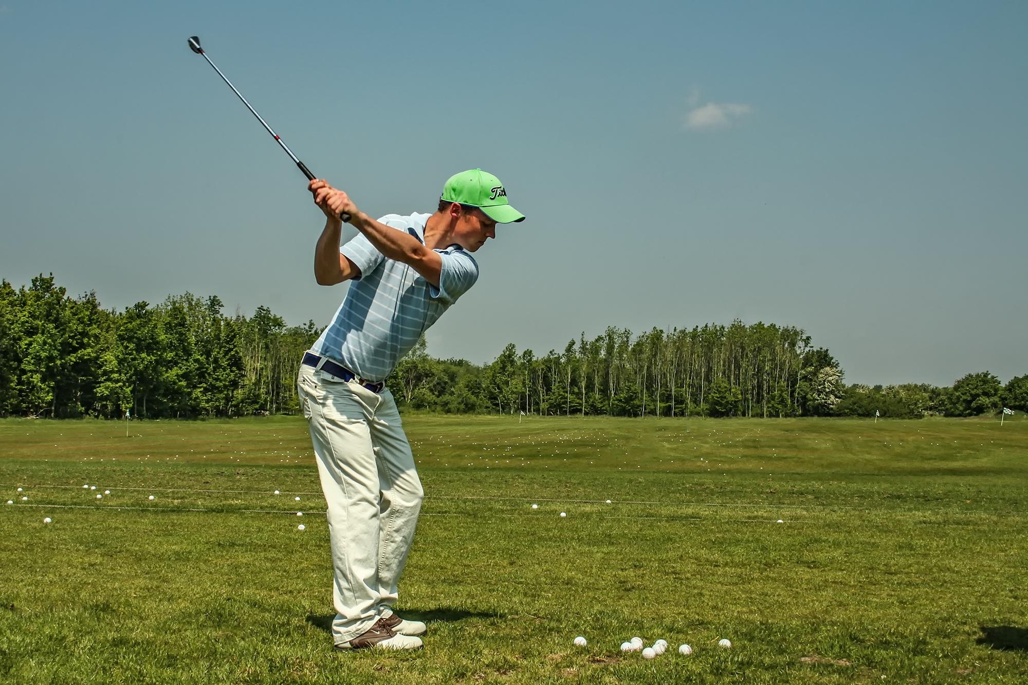 ゴルフのバックスイングの軌道の作り方 テイクバックの正しい肩の回転量は?